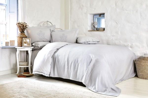 Karaca Home Eleonora grau Bettwäsche Set mit Spitze und Bamboo Tagesdecke
