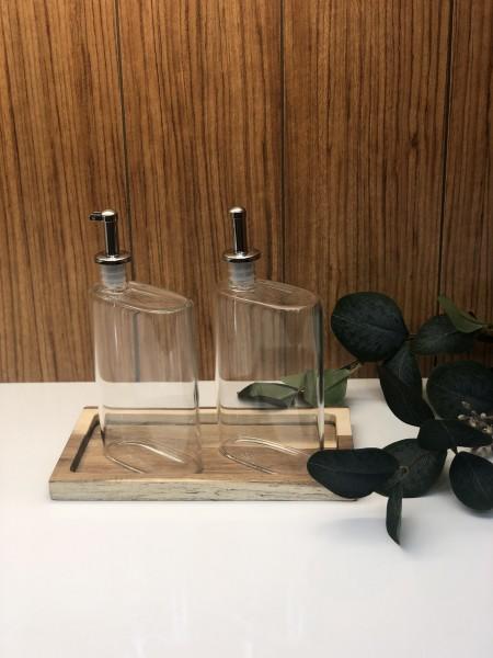 Essig Ölflasche aus Glas mit Holztablett