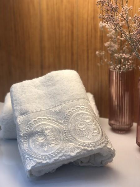 Handtuch mit Spitze weiss 50x90 cm